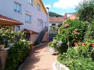 Peaceful holiday villa near the beach - San Xoan de Poio vacation rentals