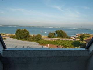 Lovely beachfront duplex on Isla de Arousa - Illa de Arousa vacation rentals