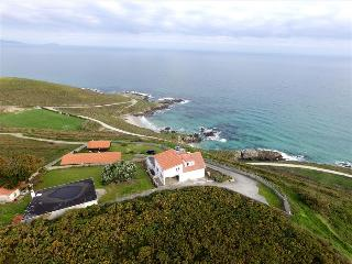 Seafront holiday home with breathtaking views - Carballo vacation rentals