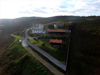 Cozy bungalow with amazing sea views on Costa da Morte - Carballo vacation rentals