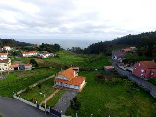 Lovely, cozy villa just 400 m from the beach - Malpica de Bergantinos vacation rentals
