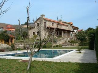 Luxurious villa with swimming pool in Rías Baixas - Tomino vacation rentals