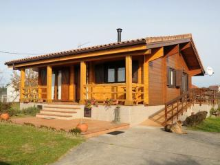 Charming family friendly log cabin near the beach - Ribadumia vacation rentals