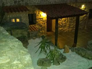 Cozy rustic house in Monte Aloia Natural Park and close to the beach - Gondomar vacation rentals