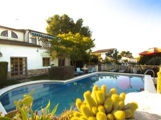 Luxury villa in Castellet for 9 guests, only 8 minutes to the beach - Costa Dorada vacation rentals