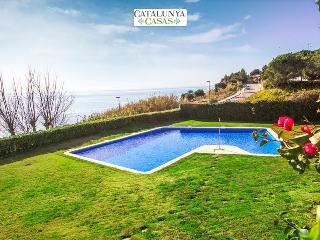 Brilliant 4-bedroom villa in Sant Pol de Mar for 8 people, 50m from the beach! - Sant Pol de Mar vacation rentals