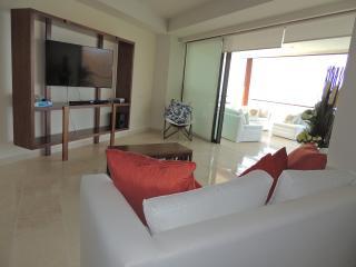 Nice Condo with Internet Access and A/C - La Cruz de Huanacaxtle vacation rentals