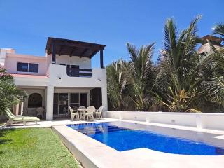 4 bedroom House with Internet Access in Chicxulub - Chicxulub vacation rentals