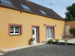 Cozy 3 bedroom Manche Gite with Television - Manche vacation rentals