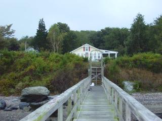 Nice Cottage with Parking Space and Central Heating - Prudence Island vacation rentals