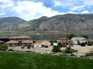 Cozy 2 bedroom Osoyoos Townhouse with Television - Osoyoos vacation rentals