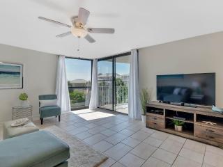 Nice 3 bedroom Miramar Beach Apartment with Internet Access - Miramar Beach vacation rentals