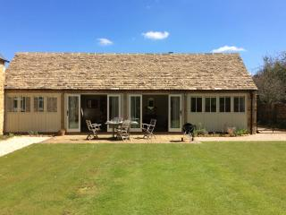 Comfortable Barn in Great Tew with Satellite Or Cable TV, sleeps 2 - Great Tew vacation rentals