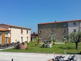 Nice 6 bedroom House in Castelnuovo Magra - Castelnuovo Magra vacation rentals