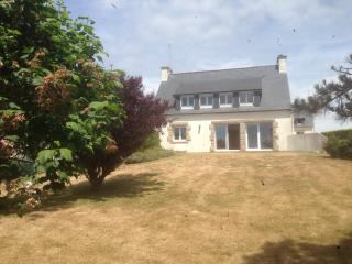 Adorable 5 bedroom House in Plouhinec with Garage - Plouhinec vacation rentals