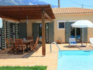Comfortable 2 bedroom Vlachata Villa with Internet Access - Vlachata vacation rentals