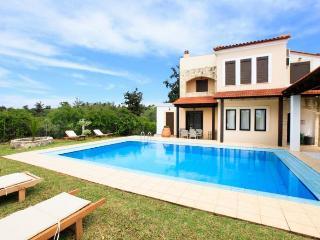 Comfortable 4 bedroom Villa in Kefalas with Internet Access - Kefalas vacation rentals
