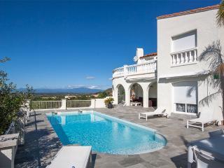 Magnifique villa avec vues mer & campagne - Palau-Saverdera vacation rentals