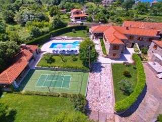 Spacious 4 bedroom Konavle Villa with Internet Access - Konavle vacation rentals