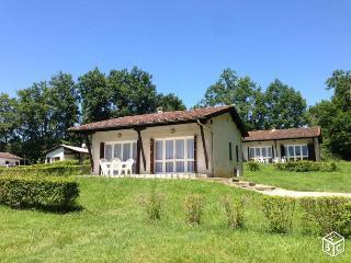 Nice Gite with Shared Outdoor Pool and Children's Pool - Cancon vacation rentals
