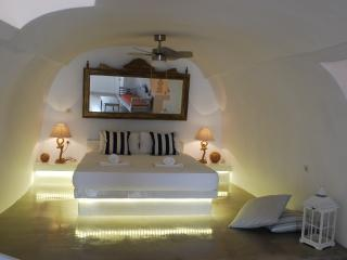 Canava - Oia vacation rentals