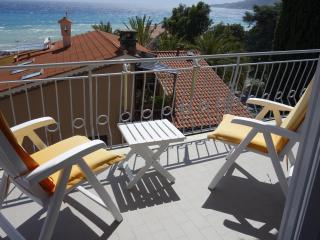 Cozy 2 bedroom Ospedaletti Condo with Television - Ospedaletti vacation rentals