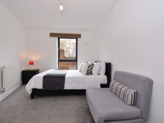 Gants Hill - Parham Drive, Ilford (Apt 1) - London vacation rentals