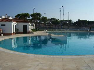 Nice Bungalow with A/C and Shared Outdoor Pool - Chiclana de la Frontera vacation rentals
