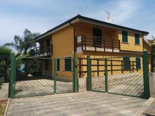 Casa Vacanze Guzzi (kitesurf Gizzeria) - Gizzeria Lido vacation rentals