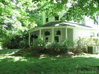 Lovely House with Parking and A/C - Ten Mile vacation rentals