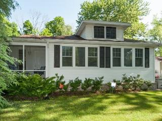 Bright 3 bedroom House in South Haven - South Haven vacation rentals
