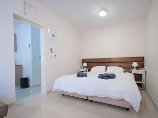 1 bedroom Condo with Internet Access in Jerusalem - Jerusalem vacation rentals