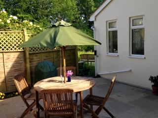 Cottage 2 miles from Stonehenge & near Salisbury - Amesbury vacation rentals