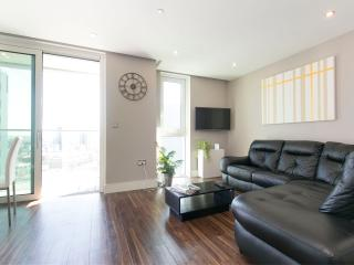 Modern 1 Double Bedroom with Amazing views - London vacation rentals