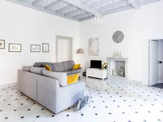 THE COMO SECRET GARDEN charming apartment old town - Como vacation rentals