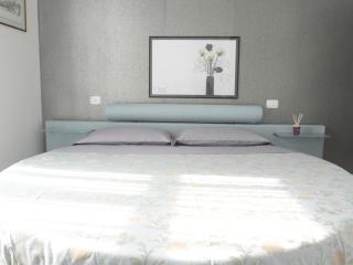 Sunny Home - Verona Journeys per 2/4 persone - Verona vacation rentals