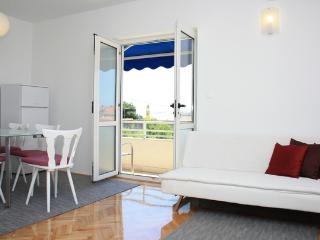 Nice 2 bedroom Makarska Apartment with Internet Access - Makarska vacation rentals
