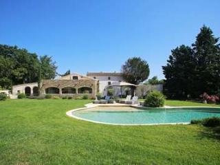 Gorgeous 5 Bedroom Villa in The Center of Luberon - Lacoste vacation rentals