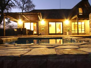 Giraffe Lodge, holiday home near Kruger Park - Hoedspruit vacation rentals
