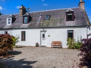 DESKFORD COTTAGE, woodburning stove, enclosed garden, close to coast, Nairn, Ref 932291 - Nairn vacation rentals