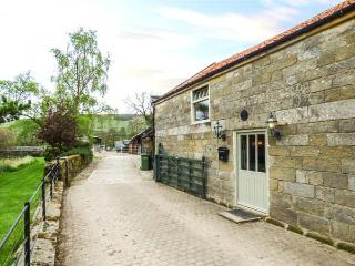 BLACK CAT COTTAGE, woodburner, on working farm, superb accommodation, Helmsley - Helmsley vacation rentals