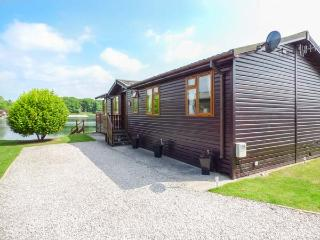 SERENITY LODGE, detached, log cabin, on-site facilities, nr Carnforth, Ref 936597 - Carnforth vacation rentals