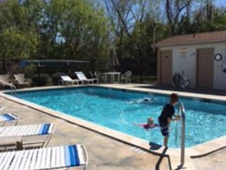Heated pool with restrooms and hot tub. - Beautiful 2/1 Condo on the Golf Course - Mulberry - rentals