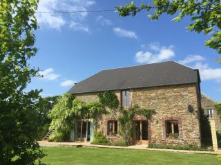 L'Aumonerie, Luxurious converted barn - Cartigny l'Epinay vacation rentals