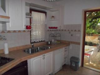 New listing! Lovely apartment just 150 m from the sea - Banjole vacation rentals