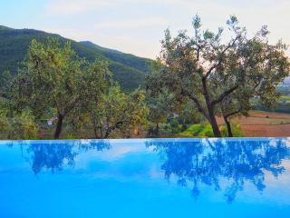 Villa Castello Roccolo - Tuscan Borgo With fabulous views, Perfect for 6 guests - Castiglion Fiorentino vacation rentals