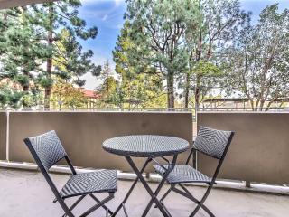 Hot Downtown Palo Alto with Spa, Pool, Yoga & Gym - Palo Alto vacation rentals