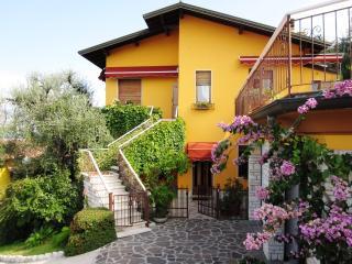 Appartamento in casa bifamiliare - Castelletto di Brenzone vacation rentals