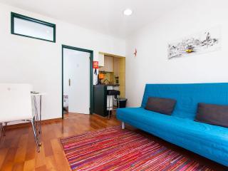 Madragoa's Nest be local - Lisbon vacation rentals