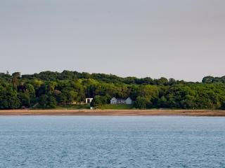 House On The Beach located in Fishbourne, Isle Of Wight - World vacation rentals